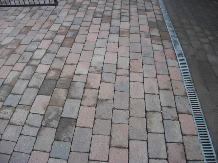 Before and after pictures of a jet washed driveway